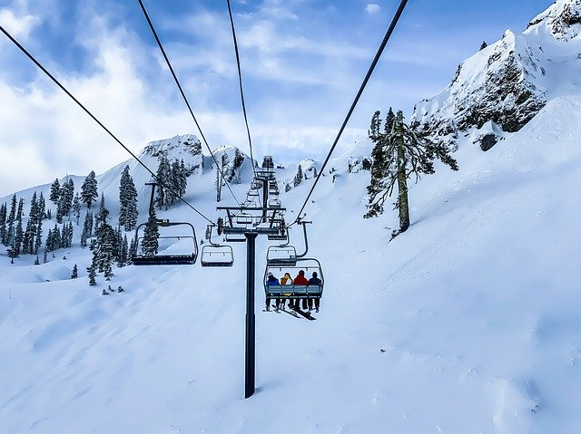 skiing-4835024_640